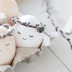 23 fun craft unicorn egg easter ideas 6 - Home Decor Hoppy Easter, Easter Bunny, Easter Eggs, Easter Table, Easter Party, Unicorn Egg, Fun Crafts, Diy And Crafts, Easter Holidays