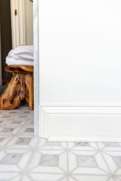 How to end baseboards and quarter round intentionally Shower Niche, Shower Floor, Marble Mosaic, Mosaic Tiles, Pony Wall, Shower Installation, Large Format Tile, Pedestal Sink, Wood Vanity