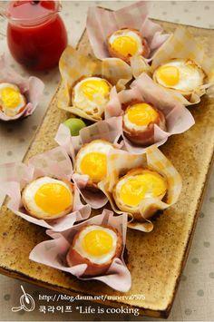 온가족이 둘러 앉아 호호 거리며 먹는 계란빵 누구나 쉽게 만들수 있는 계란빵특히 그 맛에 반해 자꾸 먹게 되는 계란빵이죠. 오늘의 쿡라이프 계란빵은 미니 계란빵으로 엄밀히 말하면 메추리알빵이라고 해야 겠네요.ㅎㅎ 도우를 밀가루 대신 요즘 너무 맛있게 먹고 있는 감자를 깔고 그 위에 경성치즈 조금 뿌린 후 메추리알 놓고 구웠답니다. 여기서 가장 포인트는 베... Easy Cooking, Cooking Recipes, Kids Meals, Easy Meals, K Food, Beautiful Desserts, Asian Desserts, Macaron, Cookies Et Biscuits