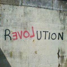 「革命」にはコレが欠かせないのだ。  on Twitpic