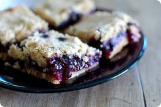33 Shades of Green: Tasty Tuesdays: Blueberry Crumb Bars Baking Recipes, Cookie Recipes, Dessert Recipes, Bar Recipes, Fruit Recipes, Dessert Ideas, Breakfast Recipes, Just Desserts, Delicious Desserts