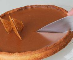 Torta de chocolate e caramelo (com manteiga salgada) Tart Recipes, Sweet Recipes, Snack Recipes, Dessert Recipes, Chocolate Butter, Chocolate Cream, Tarte Caramel, Desert Recipes, Chocolate Cobbler