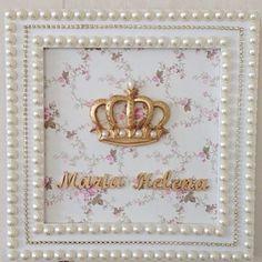 Quadro Maria Helena com coroa dourada e fundo floral! Super feminino! R$ 240 #coroa #portadematernidade #quartodebebe #baby #babyboy #quartodemenina #girl #princesa #princess #floral #decor #babydecor #dourado