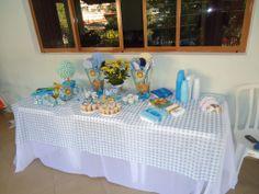 Mesa de doces e lembrancinhas - chá do Heitor!