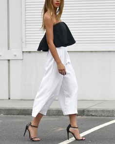 This outfit makes our hearts happy & we're loving that it's a classic--black & white always is. This look flows in a way that takes the entire getup to another level!