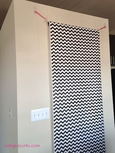 How to make a homemade DIY photography backdrop. Great photo booth idea for a party. Photo Booth Background, Background Diy, Background For Photography, Photography Backdrops, Birthday Background, Diy Fotokabine, Easy Diy, Diy Photo Backdrop, Photo Backdrops