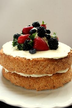 Coconut-Baiser Cake with Berries, easy but wonderful festive cake