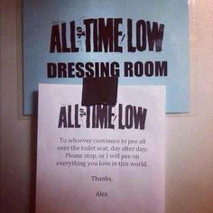 All Time Low Dressing Room ~ ahahahaaaa Alex!!! :') oh my god! Turning a situation like this into something funny! ;) love him!!