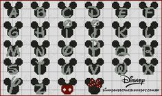 Mickey Mouse Letters, Mickey Y Minnie, Cross Stitch Letters, Cross Stitch Boards, Disney Stitch, Baby Cross Stitch Patterns, Bead Loom Patterns, Pixel Art, Miki Mouse