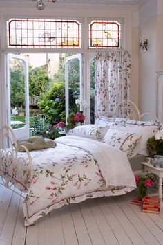 Cottage Chic on Pinterest   Cottages, Shabby chic and Boho Room