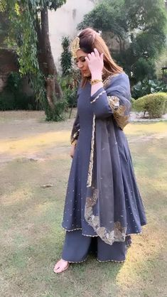 Pakistani Dresses Casual, Pakistani Bridal Dresses, Indian Fashion Dresses, Dress Indian Style, Punjabi Wedding, Pakistani Dress Design, Indian Designer Outfits, Fashion Outfits, Fancy Dress Design