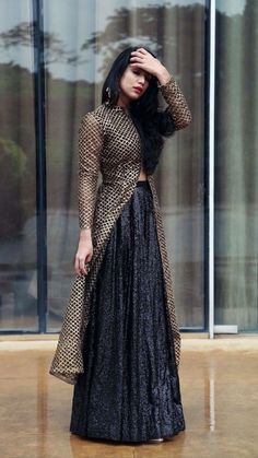 Pin by Hanan Rouymi on Robe orientale (With images) Indian Gowns Dresses, Pakistani Dresses, Indian Wedding Outfits, Indian Outfits, Indian Designer Suits, Lehenga Designs, Party Wear Dresses, Wedding Dresses, Western Dresses