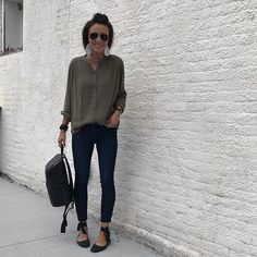 Leather earrings and black and olive all over. #ilikewhatilike #currentlywearing #myanf #momstyle