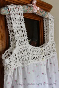 Challenging Arts & Crafts: the night gown project… Anspruchsvolles Kunsthandwerk: das Nachthemd-Projekt … Crochet Yoke, Crochet Fabric, Crochet Collar, Crochet Girls, Thread Crochet, Filet Crochet, Hand Crochet, Diy Crafts Crochet, Crochet Projects