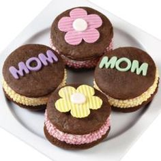 Whoopie Pies for Mom! Let's get the celebration started for Mom! These delicious whoopie pies are created using our Whoopie Pie Pan and accented with colored Sugar Pearls. Wilton Cakes, Mothers Day Desserts, Mothers Day Cake, Wilton Cake Decorating, Cake Decorating Tools, Candy Cakes, Cupcake Cakes, Whoopie Pie Pan, Mother's Day