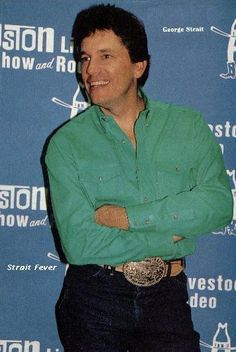 Nice green shirt to match his beautiful green eyes. George Strait House, George Strait Family, Country Song Lyrics, Country Music Singers, Music Lyrics, Houston Stock Show, George Strait Quotes, Strait Music, Joyce Taylor