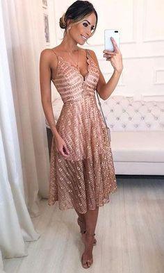 Vestido Midi: Descubra looks perfeitos para arrasar nas festas e no dia a dia! Black Prom Dresses, Grad Dresses, Dress Outfits, Evening Dresses, Short Dresses, Fashion Dresses, Bridesmaid Dresses, The Dress, Summer Dresses