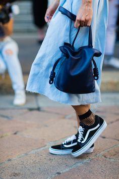 Bucket bag | Black | Fishnet | Vans | Streetstyle | More on Fashionchick.nl