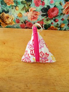 Check out this item in my Etsy shop https://www.etsy.com/uk/listing/269808996/pink-floral-coin-purse-pyramid-coin