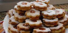 A legpuhább linzer receptje egyenesen a Receptneked. Hungarian Desserts, Hungarian Recipes, Cookie Desserts, Cookie Recipes, Ital Food, My Recipes, Favorite Recipes, Wafer Cookies, Croatian Recipes