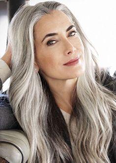 Manon Crespi, hair styles, grey hair, hair over 40 Grey Hair Over 50, Long Gray Hair, Silver Grey Hair, Pelo Color Borgoña, Grey Hair Inspiration, Design Inspiration, Edgy Haircuts, Pixie Haircuts, Hairstyles Over 50