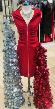 sophistication! This dress is classy and sexy! #christmas #happyholidays #holidaydresses #classicboutique #classic #eastgwillimbury #pickeringtowncenter