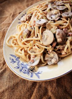 Linguini with mushrooms, leeks and bacon