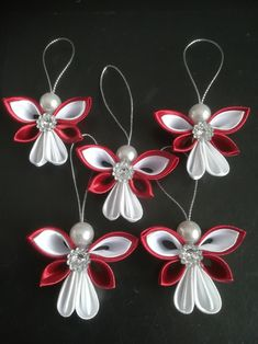 Diy Christmas Angel Ornaments, Christmas Angels, Christmas Decorations, Christmas Crafts To Make And Sell, Holiday Crafts, Fabric Flower Brooch, Fabric Flowers, Ribbon Crafts, Flower Crafts