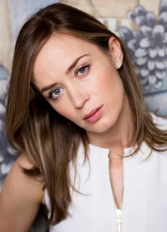Emily Blunt photographed by John Phillips, June Emily Blunt, Celebrity Makeup, Celebrity Crush, Celebrity Photos, Beautiful Celebrities, Beautiful Actresses, Beautiful Women, Beautiful Eyes, Blunt Hair