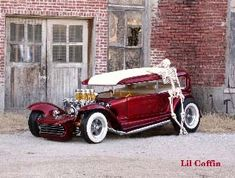 Li'l Coffin - Dave Stuckey of Wichita, Kansas, bought a 1932 Ford Tudor sedan from a used car lot. Though in great shape, according to Dave's own story, he began to tear it down the first night he owned, later he finished it at the workshop owned by Darryl Starbird