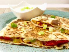 Quesadilla s kuřetem – Snědeno. Finger Food, Enchiladas, Sandwiches, Tacos, Food And Drink, Pasta, Bread, Tortillas, Cooking