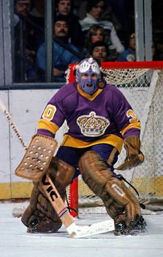 Great Hockey Photos You've Just Seen for the First Time! Hockey Goalie, Hockey Games, Ice Hockey, Canadian Hockey Players, Los Angeles Pictures, Canada Cup, La Kings Hockey, Boston Bruins Hockey, Goalie Mask