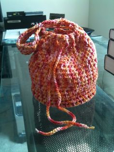 Crochet Bags Ideas Crochet Drawstring Bag Pattern - Some of you have expressed interest in the pattern for this cute little bag: So, here you go! Let me know if anything needs to be fixed… I forgot to write down the bit about the handle Crochet Drawstring Bag, Drawstring Bag Pattern, Drawstring Bags, Crochet Case, Crochet Shell Stitch, Free Crochet, Crochet Gifts, Quick Crochet, Crochet Toys