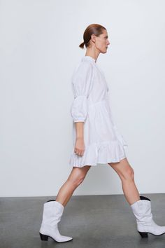 Dress with high collar, v-neck, and elbow-length sleeves. White Leather Ankle Boots, White Boots, Leather Heels, Swiss Dot, Zara United States, Models, Zara Dresses, High Collar, White Dress