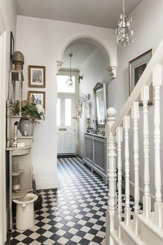 Treasure trove - monochrome tiles bring the victorian hallway to life house Victorian Townhouse, Victorian Interiors, Victorian Homes, Victorian Terrace Interior, Victorian Kitchen, Modern Victorian, Hall Tiles, Tiled Hallway, Modern Hallway