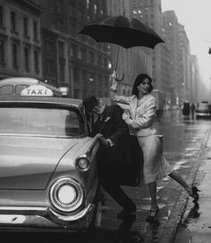 Taxi! New York 1958 Photo: Jerry Schatzberg #rainydays