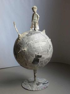 sculpture papier mach Petite sculpture en papier m - sculpture Paper Mache Projects, Paper Mache Clay, Paper Mache Crafts, Cardboard Sculpture, Paper Mache Sculpture, Sculpture Art, Cardboard Art, Diy Paper, Paper Art