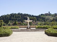 To see a real Italian garden, go to Boboli Gardens which is filled with sculptures, fountains, and an ampitheatre