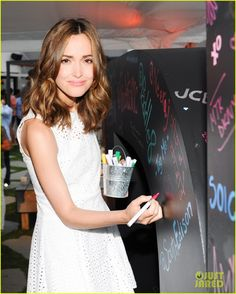 Rose Byrne at the DKNY Artworks charity event. Hair by Giannandrea. Summer Hairstyles, Cute Hairstyles, Rose Byrne Hair, Highlights For Dark Brown Hair, Brunette To Blonde, Balayage Highlights, Mermaid Hair, Hair A, Hair Today