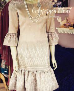 Thai Traditional Dress, Traditional Fashion, Batik Dress, Silk Dress, Dress Outfits, Fashion Dresses, Women's Fashion, Sophisticated Outfits, Thai Dress