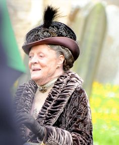Downton Abbey Series 4 Pictures - Maggie Smith As The Dowager In Graveyard Where Lady Sybil And Matthew Crawley Are Buried