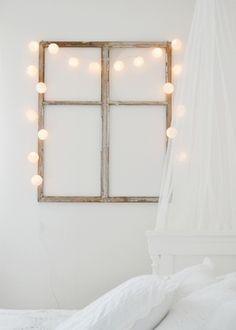 Window frame + lights as interior decoration. My New Room, My Room, Diy Wanddekorationen, Easy Diy, Diy Casa, Old Windows, Wooden Windows, Home And Deco, Fairy Lights