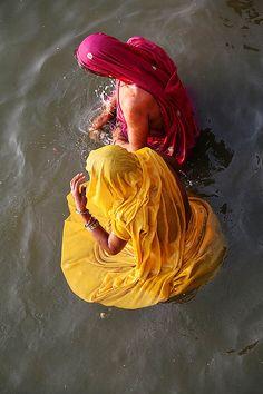 The Water Lilies - Morning Puja, Varanasi, India ❥ॐ ✫ ✫ ✫ ✫ ♥ ❖❣❖✿ღ✿ ॐ ☀️☀️☀️ ✿⊱✦★ ♥ ♡༺✿ ☾♡ ♥ ♫ La-la-la Bonne vie ♪ ♥❀ ♢♦ ♡ ❊ ** Have a Nice Day! ** ❊ ღ‿ ❀♥ ~ Fr 30th Oct 2015 ~ ~ ❤♡༻ ☆༺❀ .•` ✿⊱ ♡༻ ღ☀ᴀ ρᴇᴀcᴇғυʟ ρᴀʀᴀᴅısᴇ¸.•` ✿⊱╮