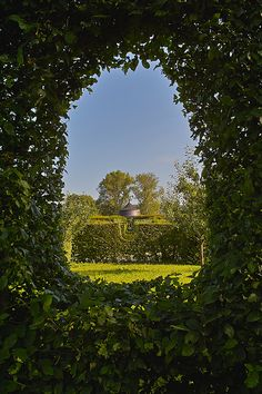 Veitshöchheim Rokokogarten, Germany Prunkstück der #Sehenswürdigkeiten #Veitshöchheims ist der #Rokokogarten, den die Würzburger Fürstbischöfe im 18. Jh. anlegten und der heute noch zu den schönsten seiner Art in Europa zählt.