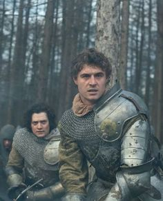 Max Irons & Aneurin Barnard in The White Queen.