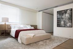 No décor, Arthur Casas apostou em um estilo neutro e sofisticado. Os apartamentos já virão revestidos com piso de carvalho francês e, no banheiro, mármore grego. Do lado de fora, os corredores terão a atmosfera de um hotel.