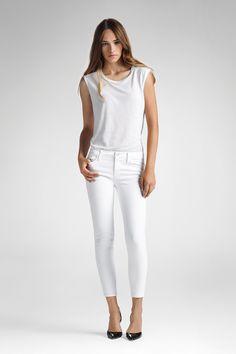 835 Mid-Rise Capri in Blanc | J Brand®