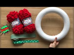 Christmas Decorations To Make, Christmas Wreaths, Christmas Crafts, Christmas Ornaments, Woolen Craft, 4th Of July Wreath, Diy Crafts, Crafty, Winter