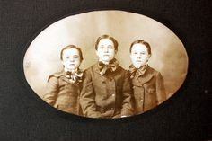 Trois frères gros noeuds papillons Antique par PhotoTreasureChest, $6.50
