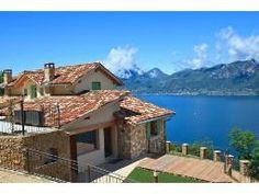 Villa für 8 Personen (180 m²) in Castelletto Di Brenzone Style At Home, Lake Garda, Cabin, Outdoor, Mansions, House Styles, Beautiful, Home Decor, Luxury Villa